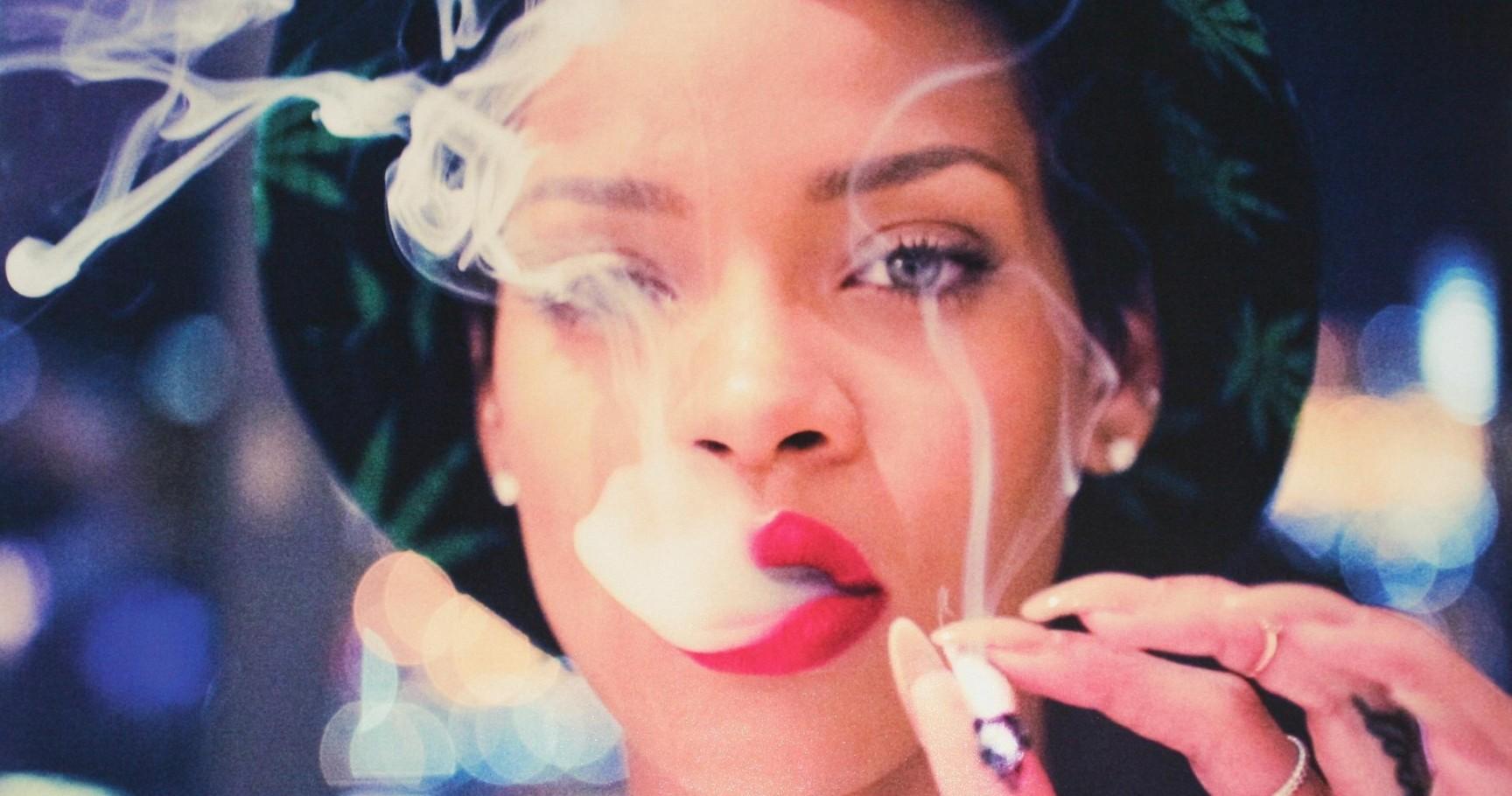rihanna-smoking